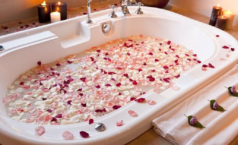 Làm dầu tắm hoa hồng