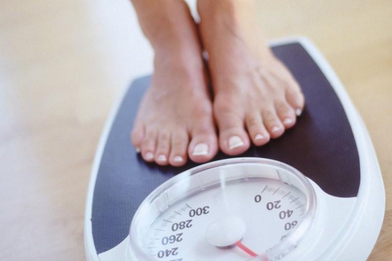 cá hồi hỗ trợ kiểm soát cân nặng