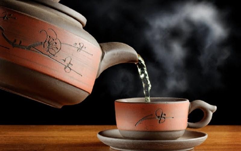 Lưu ý thời gian uống trà atiso đỏ
