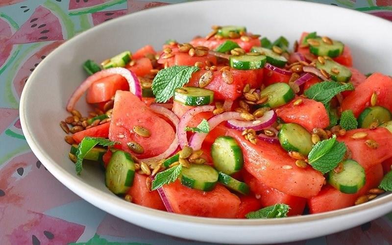 Salad cà chua và dưa hấu
