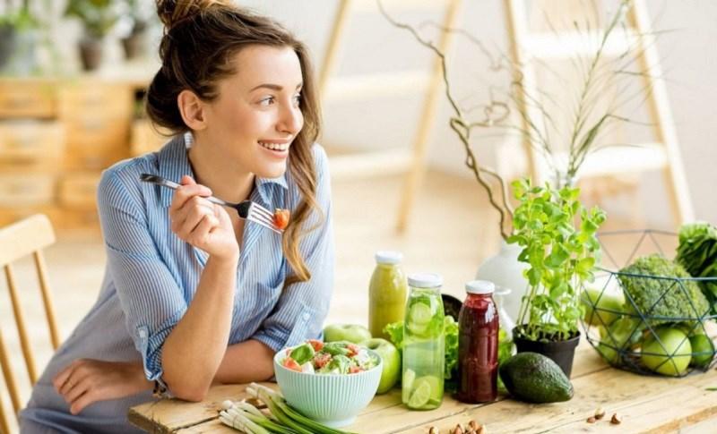 tránh ăn uống các thực phẩm không rõ nguồn gốc, kém chất lượng