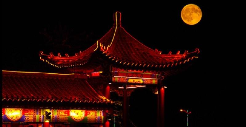 bánh Trung Thu gắn liền với sự kiện về vua Đường Huyền Tông và hoàng hậu Dương Quý Phi