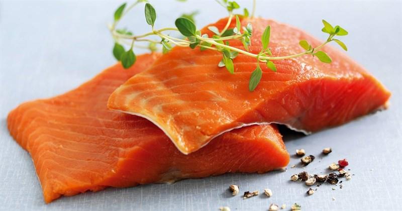 cá hồi cần được sơ chế kỹ và bảo quản đúng cách