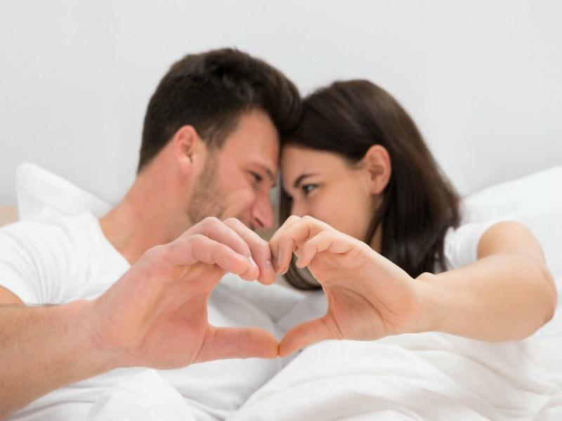 tinh dầu hoa hồng có tác dụng kích thích ham muốn tình dục