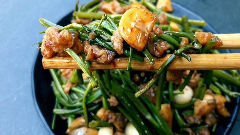 Tránh ăn rau muống trái mùa