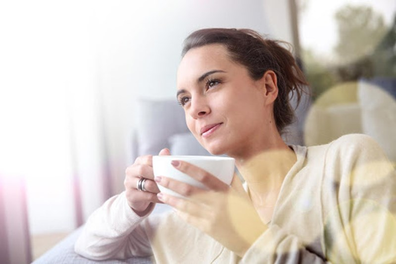 uống trà hoa hồng giúp giảm căng thăng