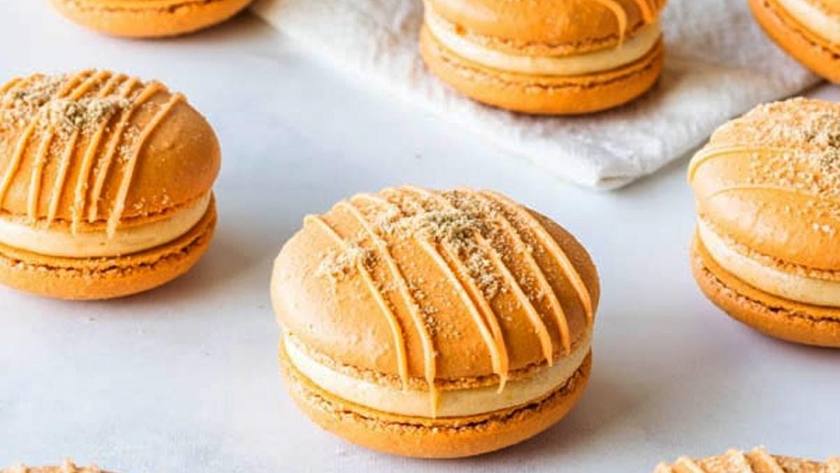 Bánh macaron bí đỏ phô mai