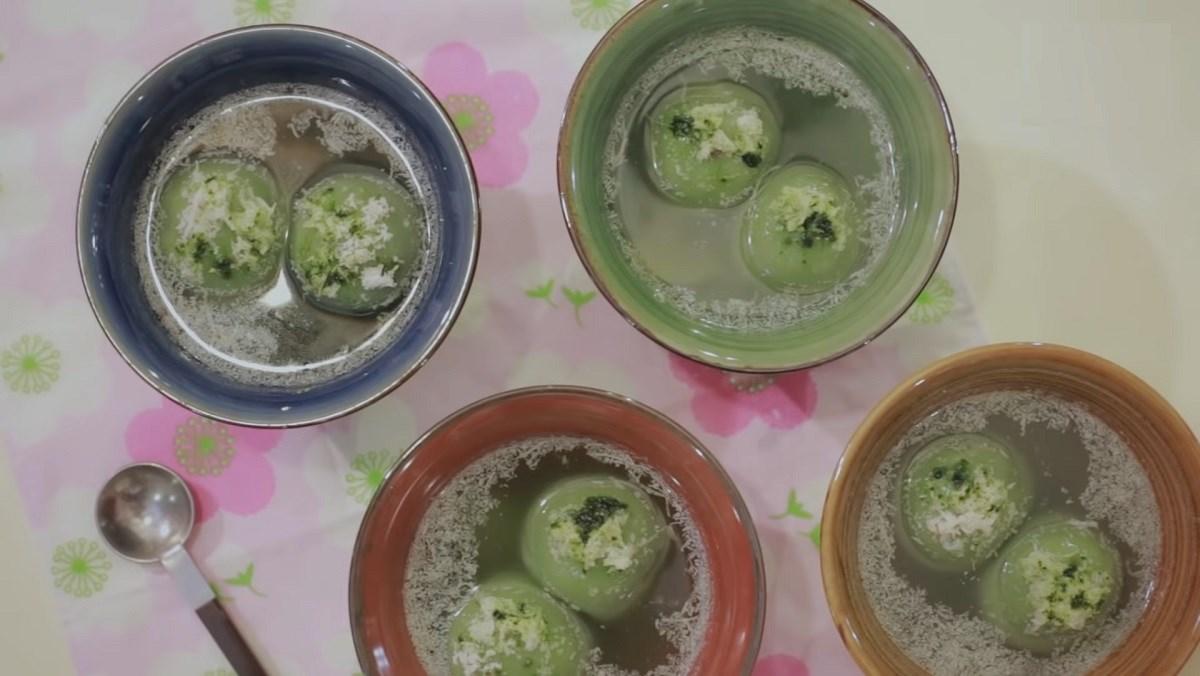 Bánh trôi nước trà xanh nhân mè đen