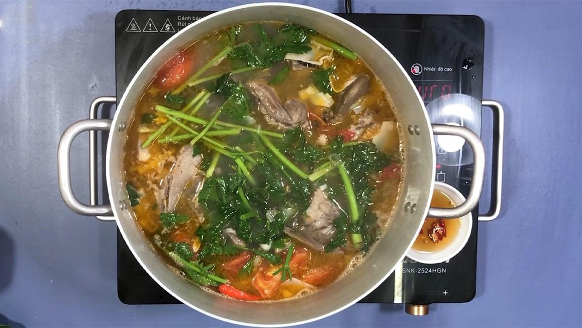 Canh chua cá bớp nấu măng