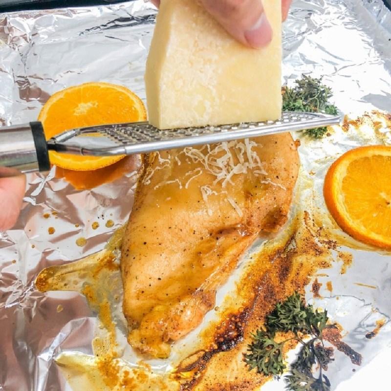 Bước 4 Nướng gà Ức gà nướng phô mai sốt cam cay