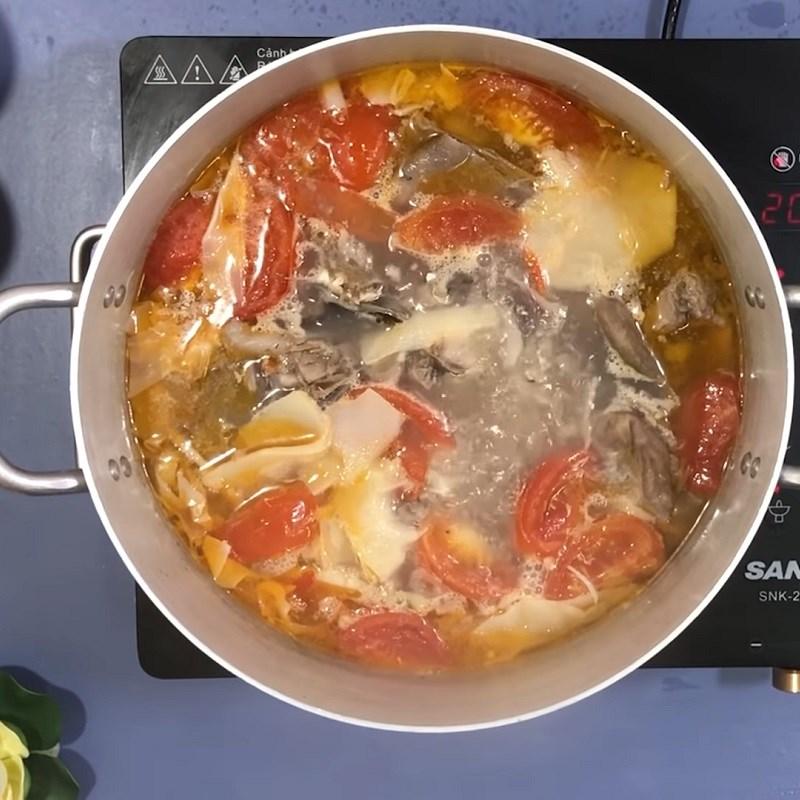 Bước 6 Nấu canh Canh chua cá bớp nấu măng