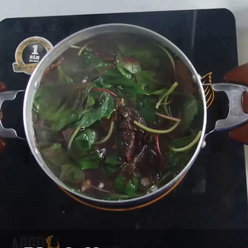 Bước 4 Nấu canh Canh rau dền thịt băm