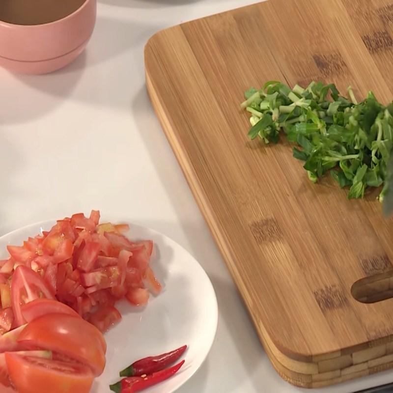 Bước 2 Sơ chế các nguyên liệu khác Cách nấu canh chua cá kèo
