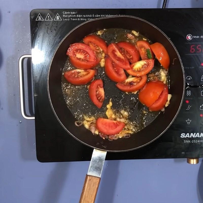 Bước 4 Xào cà chua và măng chua Canh chua cá bớp nấu măng