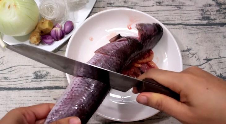 Bước 1 Sơ chế và ướp cá Cá lóc hấp hành