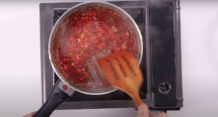 Bước 1 Xào bò và xào hỗn hợp rau củ Sốt Espagnole - Sốt nâu từ bò