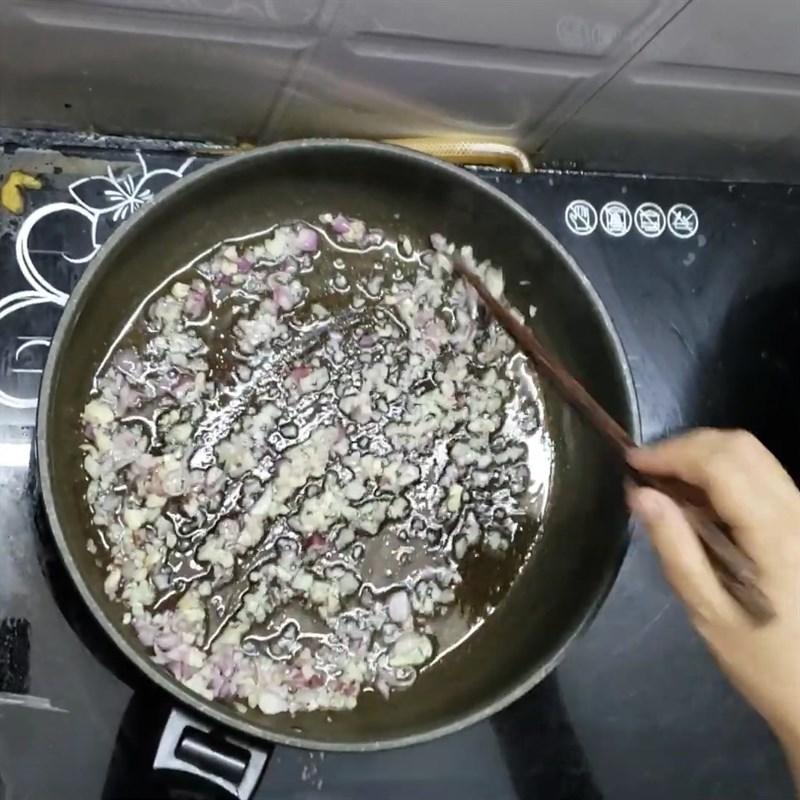 Bước 2 Xào cá Canh chua đầu cá thu rau muống