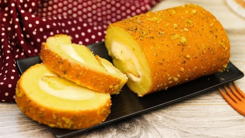 Bánh bông lan cuộn phô mai bơ tỏi