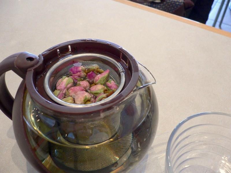cách pha trà hoa hồng táo đỏ