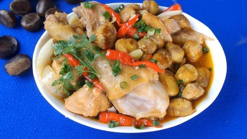 Thịt kho hạt dẻ và gà kho hạt dẻ