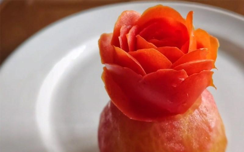 Tỉa hoa hồng từ cà chua