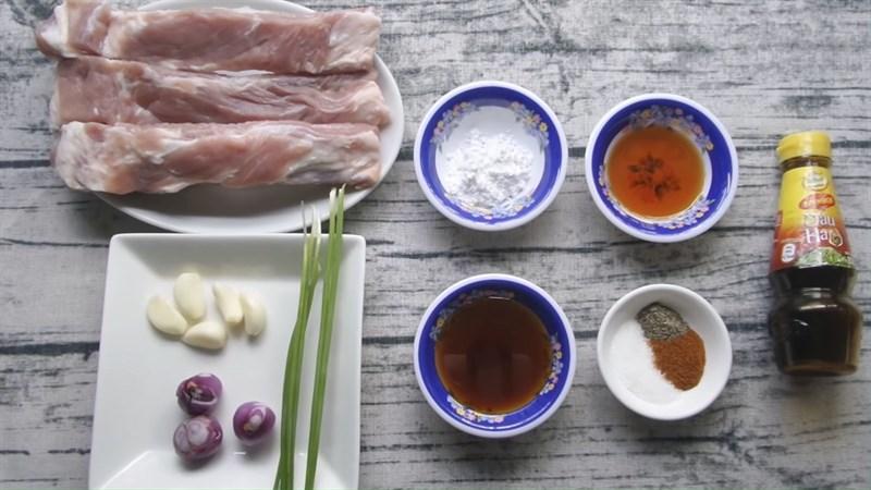 Nguyên liệu món ăn sườn rim mật ong, chua ngọt và lá chanh