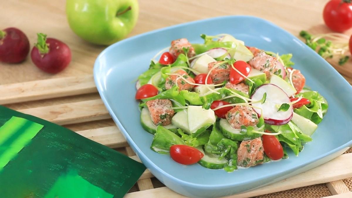 Salad cá hồi trộn dầu giấm và salad cá hồi trộn sữa chua