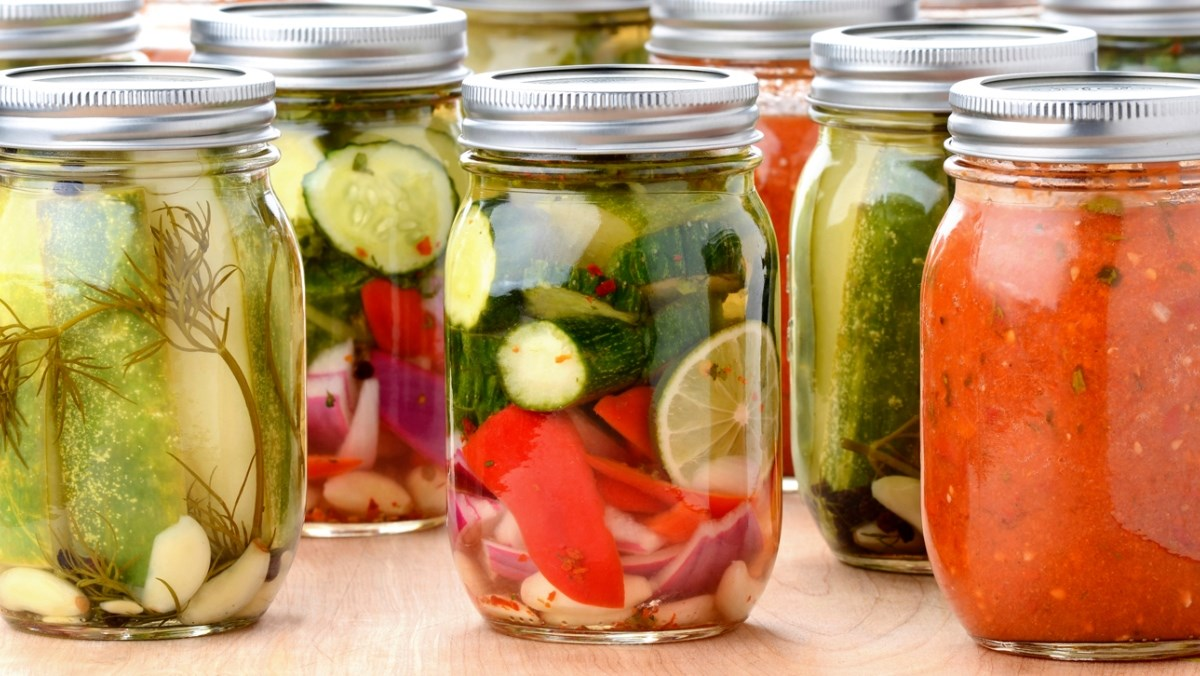Muối chua là gi, lợi ích và cách phân biệt với lên men