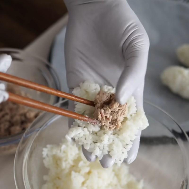 Bước 4 Làm cơm cá ngừ mayo Trứng cuộn cơm cá ngừ mayo