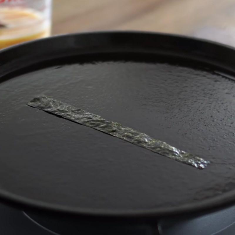 Bước 5 Làm trứng cuộn cơm Trứng cuộn cơm cá ngừ mayo