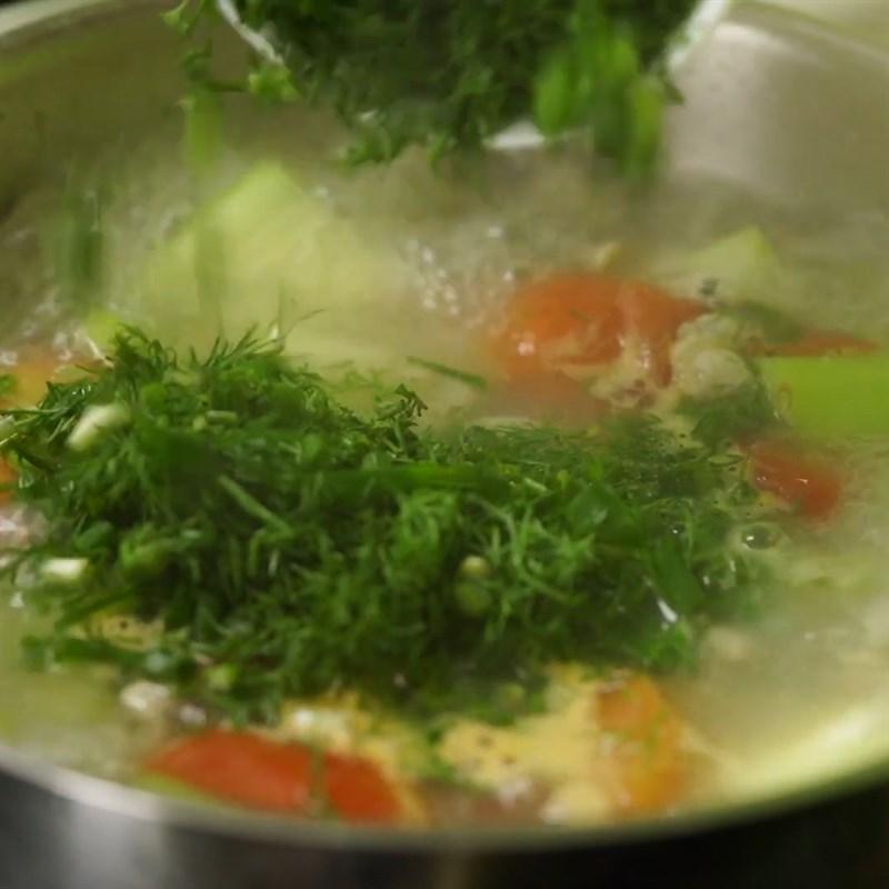 Bước 3 Nấu canh Canh hến chua nấu bầu