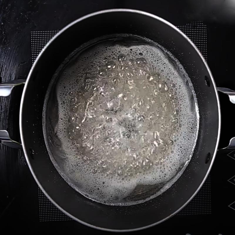 Bước 1 Nấu Caramel Bánh flan dâu tây