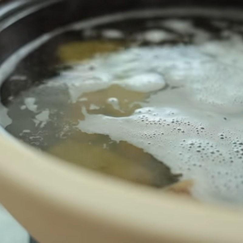 Bước 2 Nấu nước dùng Cháo hải sản tôm hùm