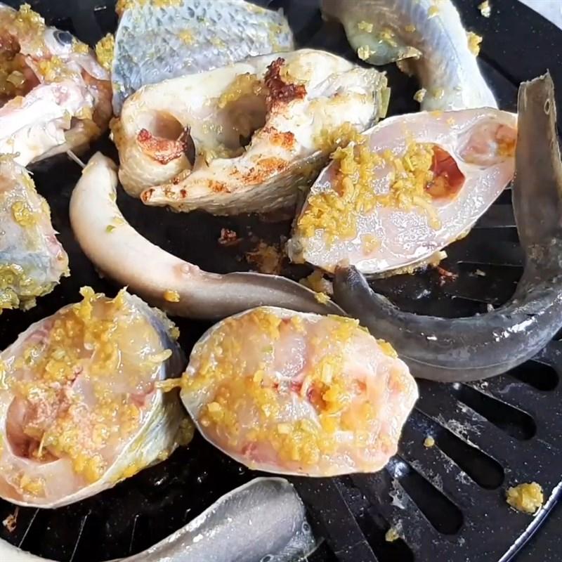 Bước 3 Nướng cá Cá lăng nướng sả nghệ