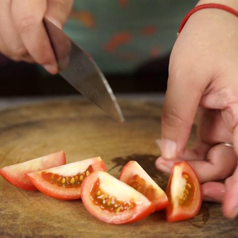 Bước 1 Sơ chế nguyên liệu Canh hến chua nấu bầu