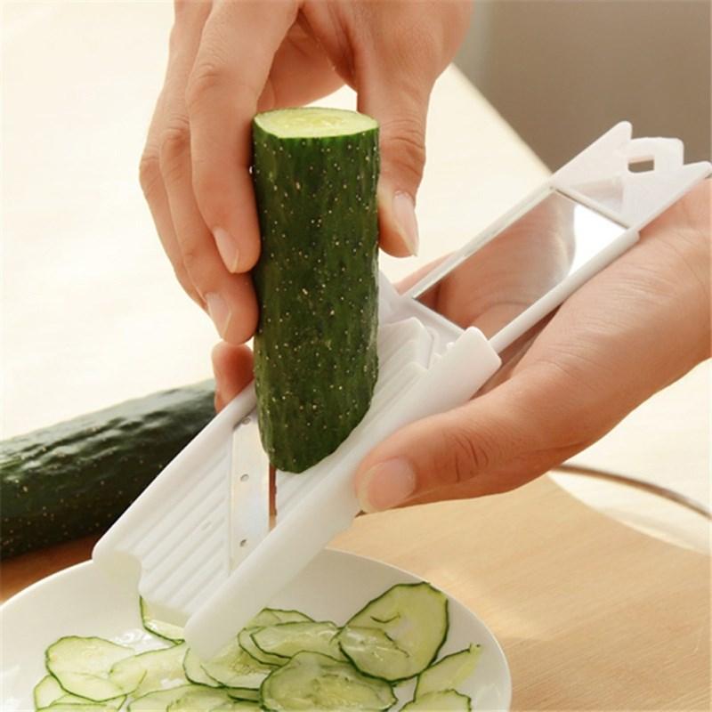 Bước 1 Sơ chế nguyên liệu Salad cá hồi sốt sữa chua