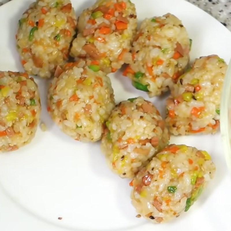Bước 4 Tạo hình cơm Trứng cuộn cơm rau củ