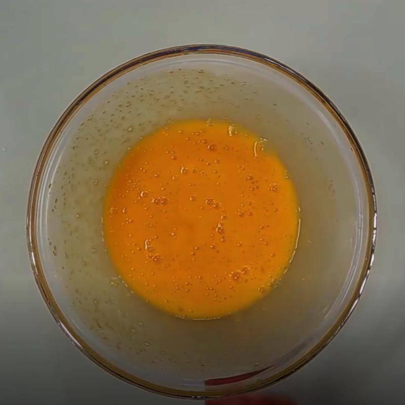Bước 3 Trộn hỗn hợp sữa trứng Bánh flan dâu tây