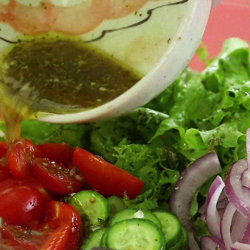 Bước 5 Trộn salad Salad  cá hồi dầu giấm