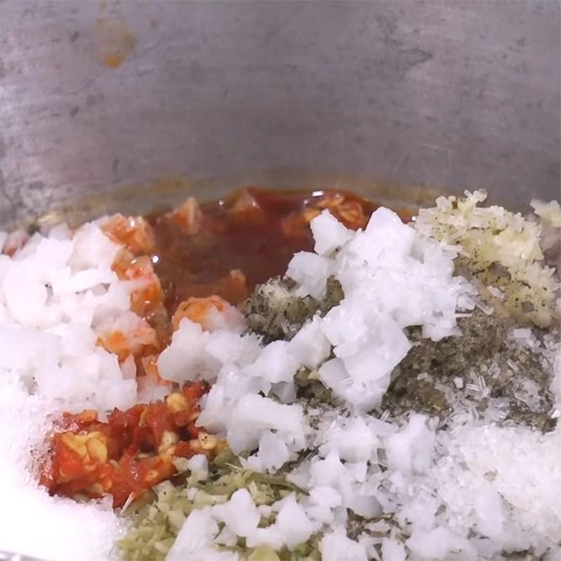 Bước 2 Ướp cá Cá lăng nướng muối ớt