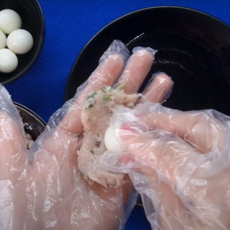 Bước 4 Vo viên chả Chả cá bọc trứng cút chiên giòn