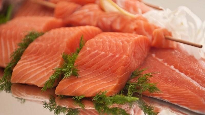 Cá hồi là thực phẩm giàu vitamin A