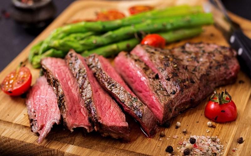 Tái (Rare) steak
