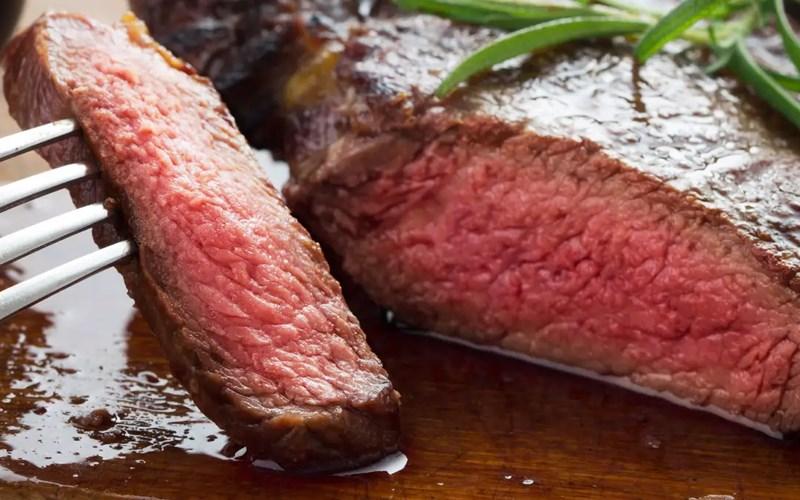 Tái chín (Medium rare) steak