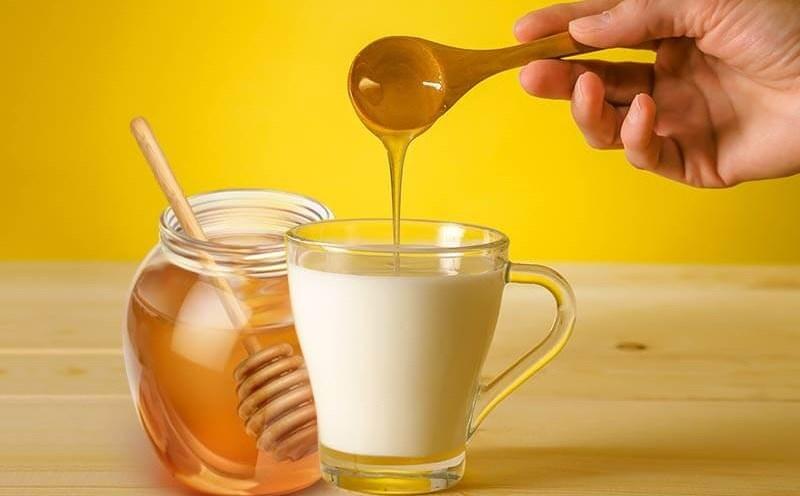 Uống mật ong trước khi ngủ