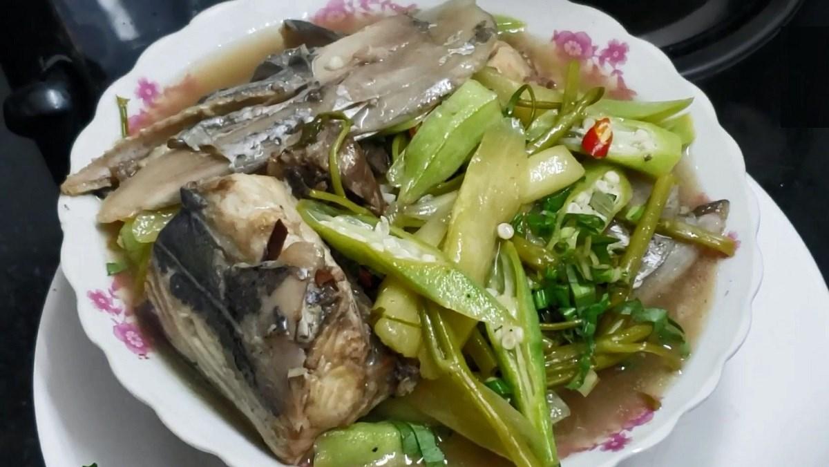 Canh chua đầu cá thu rau muống