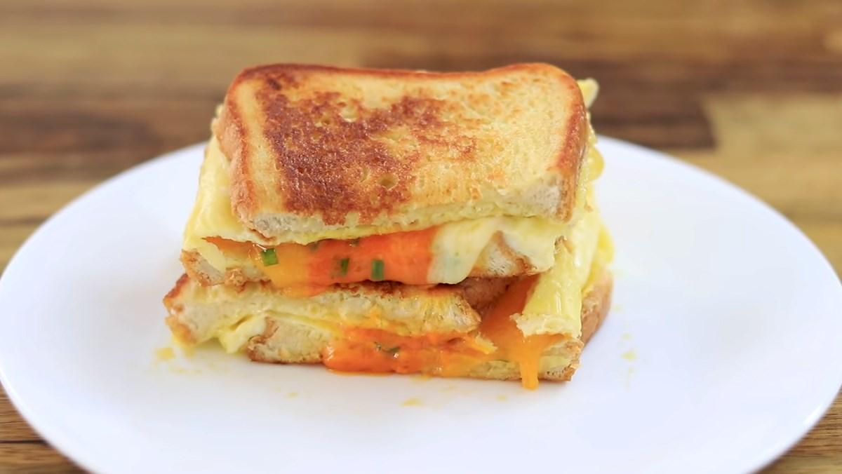 Sandwich trứng kiểu Pháp
