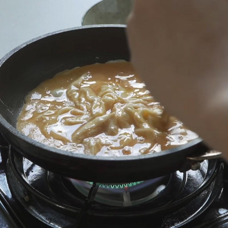 Bước 5 Chiên trứng Sandwich trứng kiểu Hàn