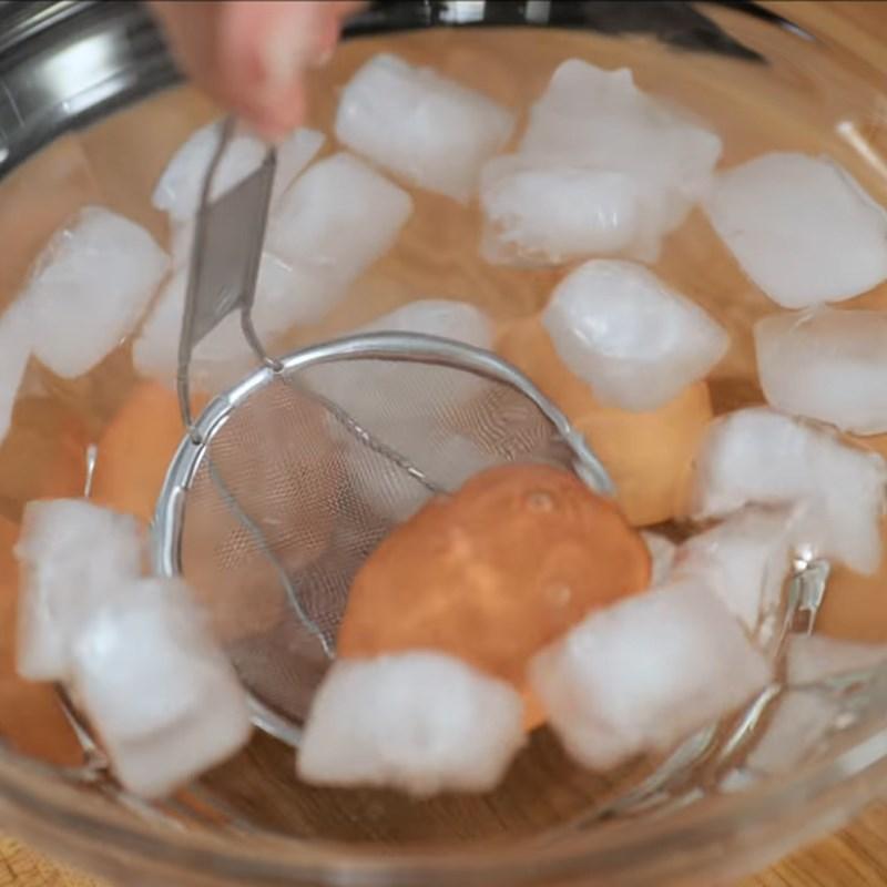 Bước 1 Luộc trứng Sandwich trứng kiểu Nhật