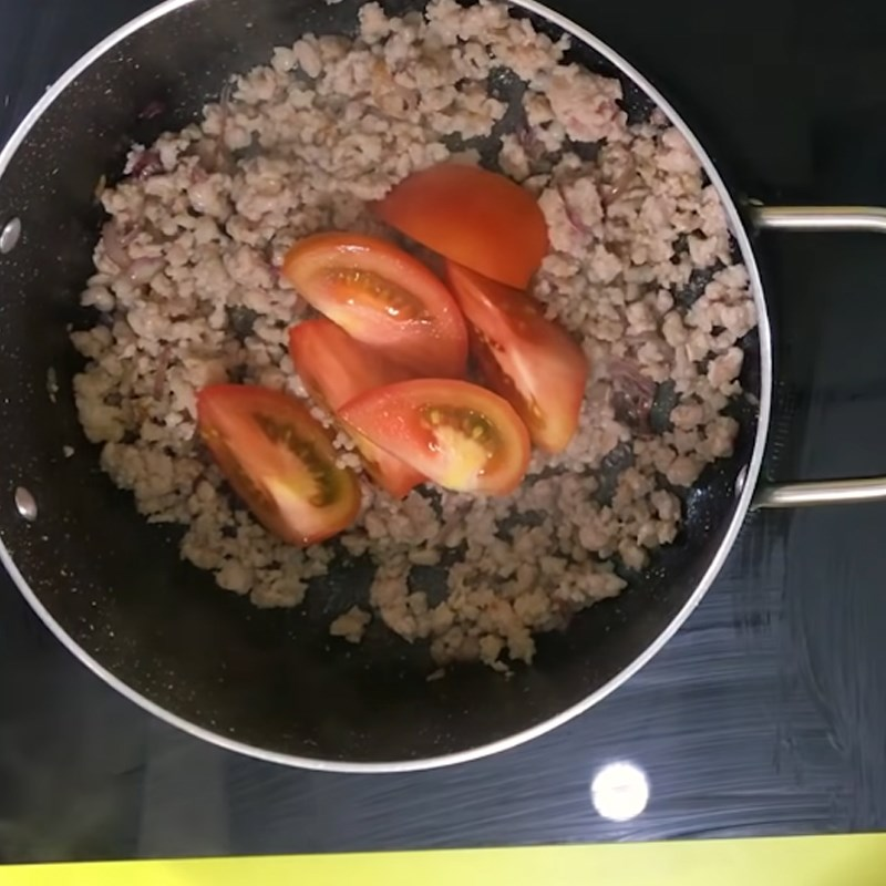 Bước 3 Nấu canh Canh cà chua trứng thịt bằm